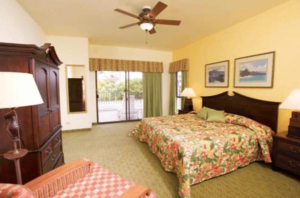 Royal Sea Cliff Bedroom