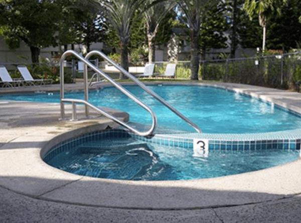 Makai Club Cottages Poolside