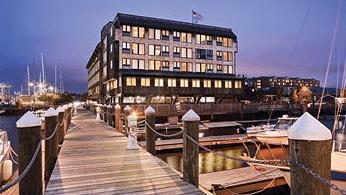 Inn on Long Wharf Night