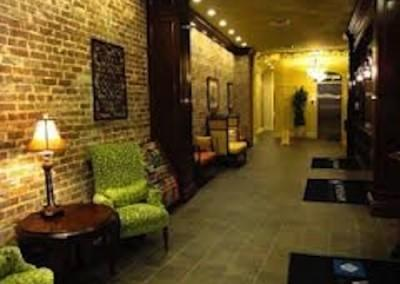 La Belle Hallway