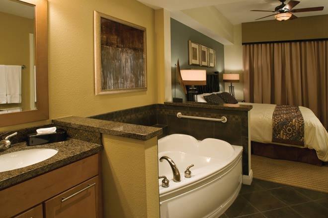 Great Smokies Bedroom & Tub