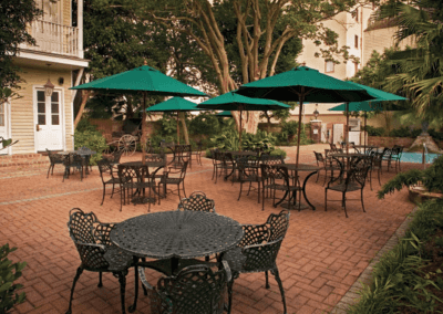 Avenue Plaza Outdoor Seating
